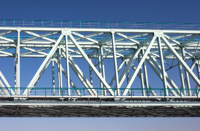 This photo shows a metal bridge.